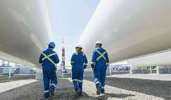 Stories.Fotos Pm.VARIAS.Workers At Gas Plantnsp 731